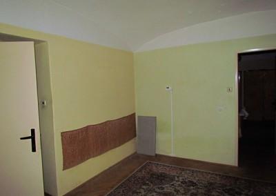 Obývací pokoj měl při koupi domu plochu necelých 16m2.
