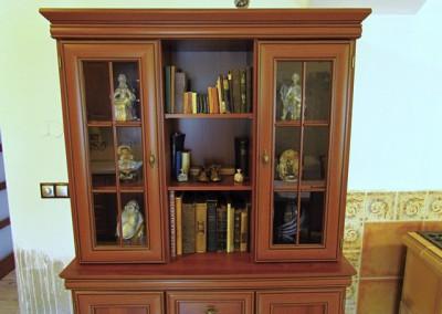 Pohodu domu pomáhají vytvářet i prastaré knihy a staré sošky