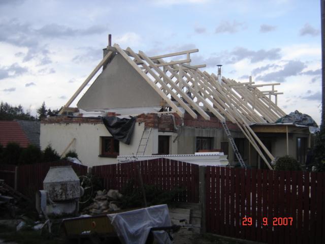 Nový krov tvarově kopíruje krov původní
